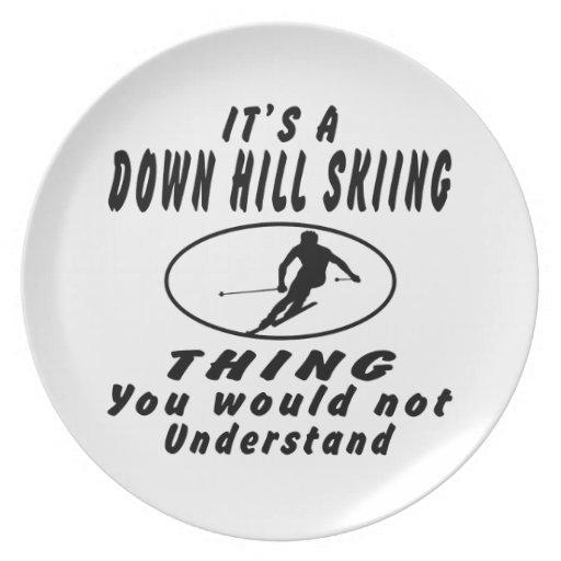 Es abajo una cosa del esquí de la colina plato de cena