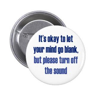 Es aceptable dejar su mente ir espacio en blanco pin redondo de 2 pulgadas