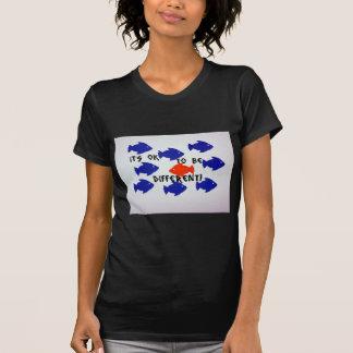 ¡Es aceptable ser diferente! Camiseta
