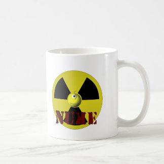 ¡Es arma nuclear! Taza Básica Blanca