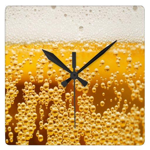 Es cerveza: 30 reloj cuadrado