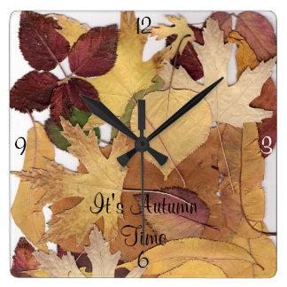 Es collage de la hoja del tiempo del otoño reloj