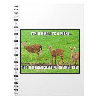 Es el dormir humano en el árbol cuaderno