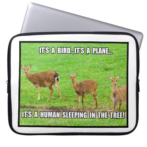 Es el dormir humano en el árbol mangas computadora