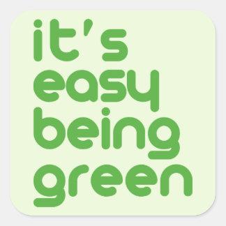 Es el ser fácil verde calcomania cuadradas personalizadas