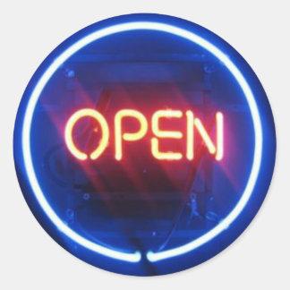 ¡Es ELÉCTRICO Sello abierto de Mitzvah de la barr Etiquetas Redondas