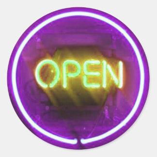 ¡Es ELÉCTRICO Sello abierto de Mitzvah de la barr Etiqueta Redonda