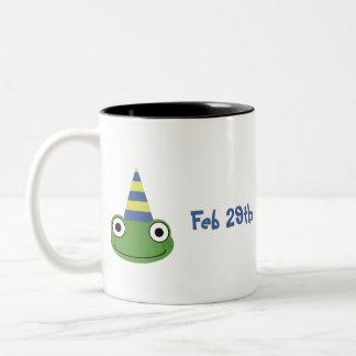 Es finalmente mi cumpleaños taza de dos tonos