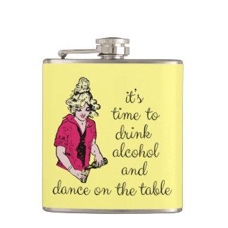 Es hora de beber el alcohol y la danza en la tabla