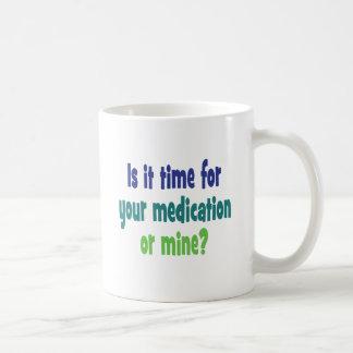 ¿Es hora para su medicación o mina? Taza Clásica