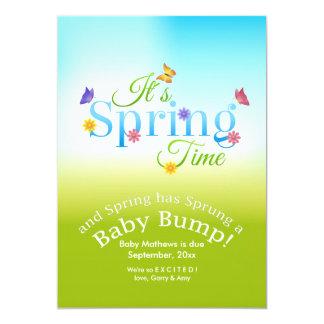 Es invitación del embarazo del tiempo de primavera