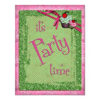 Es invitaciones de la magdalena del verde de la invitaciones personales