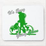 Es la bicicleta verde tolerante 2 alfombrillas de ratón