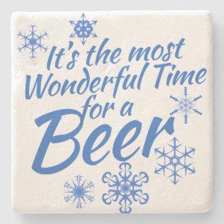 Es la época más maravillosa para una cerveza posavasos de piedra