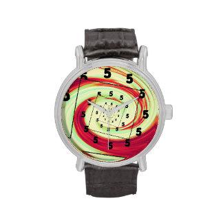 Es las 5 en alguna parte relojes de pulsera