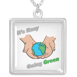 Es luz verde tolerante de las manos colgantes