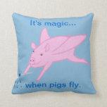 Es mágico cuando los cerdos vuelan la almohada