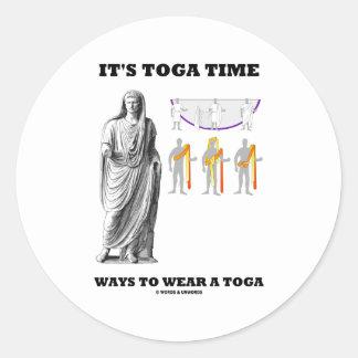 Es maneras del tiempo de la toga llevar una toga pegatina redonda