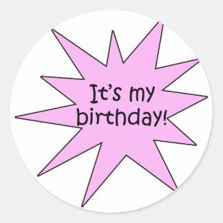 Es mi rosa del cumpleaños pegatina redonda