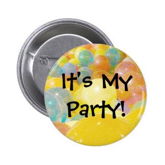 Es mis globos del fiesta pin redondo de 2 pulgadas