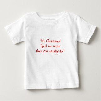¡Es navidad! ¡Estropéeme más que usted lo hace Playera De Bebé