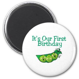 Es nuestro primer cumpleaños (2) imán redondo 5 cm