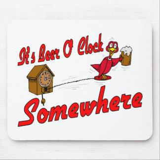 Es reloj de la cerveza O en alguna parte Alfombrillas De Raton