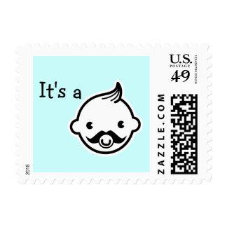 Es sellos pequeños del hombre del muchacho de una