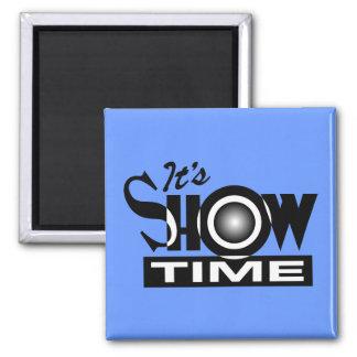 Es Showtime - el decir divertido americano del hum Imán Cuadrado