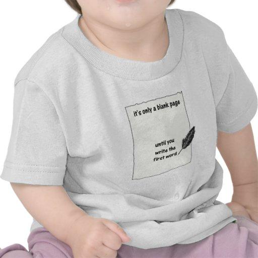 Es solamente una página en blanco… camiseta