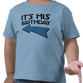 Es SU CUMPLEAÑOS con la flecha que señala A LA DER Camiseta