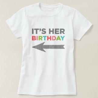 Es su cumpleaños (la flecha derecha) remeras