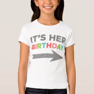 Es su cumpleaños (la flecha izquierda) remera