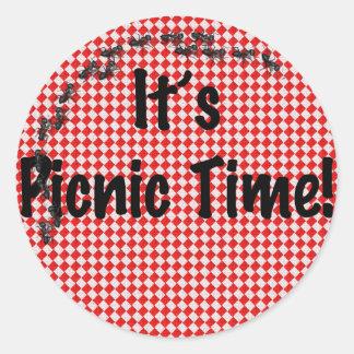 ¡Es tiempo de la comida campestre! Mantel a Pegatina Redonda
