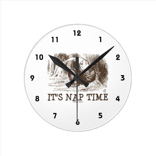 Es tiempo de la siesta (rey rojo Snoring del país Reloj Redondo Mediano