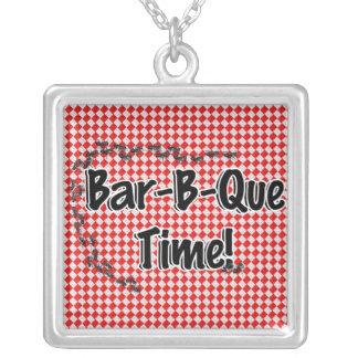 ¡Es tiempo del Bbq! Mantel a cuadros rojo w/Ants Collar Plateado