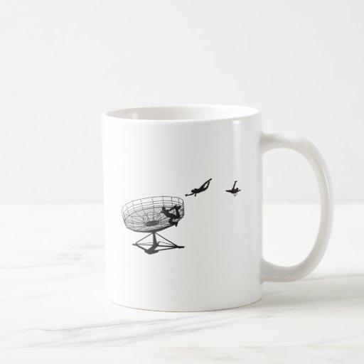 Es toda la diversión hasta… tazas de café