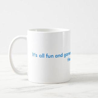 Es toda la diversión y juegos hasta… taza clásica
