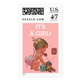 Es un bebé del vintage del chica en fiesta de sello postal