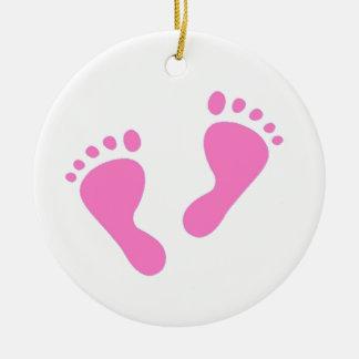 Es un chica - pies rosados del bebé adorno redondo de cerámica