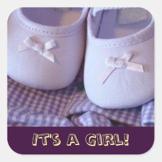 ¡Es un chica! zapatos de los botines del bebé de Pegatina Cuadrada