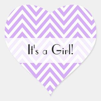 Es un chica - zigzag (Chevron), rayas - púrpura Calcomania De Corazon Personalizadas