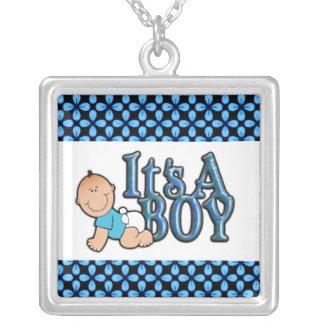 Es un collar de la plata esterlina del bebé del