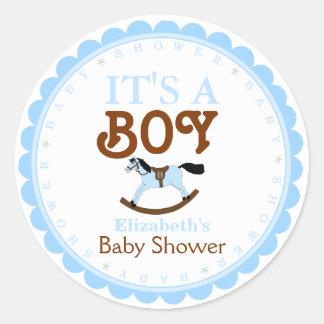 Es un favor de la ducha del Muchacho-Bebé Pegatina Redonda
