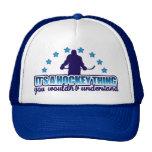 Es un gorra del camionero de la cosa del hockey