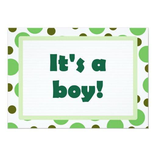 ¡Es un muchacho! Diseño del punto verde claro Invitaciones Personales