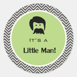 Es un muchacho, pequeñas etiquetas engomadas del pegatina redonda
