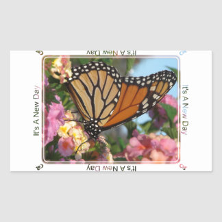 Es un nuevo día (la mariposa de monarca) pegatina rectangular