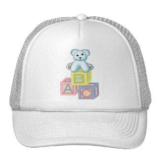 Es un oso azul del muchacho gorras