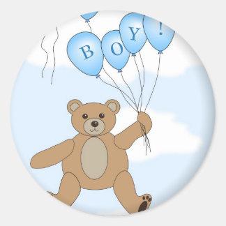 Es un oso de peluche del muchacho pegatinas redondas